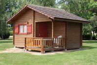 Camping de Saulieu, Chalet mit Terrasse ohne Sanitäranlage