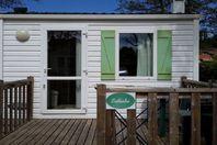 Camping de Vittel, Mobilheim mit Terrasse
