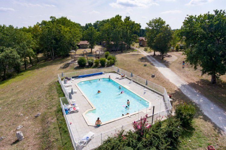 Holiday village Les Chalets de Dordogne - piscine chauffée de 14 x 7 mètres