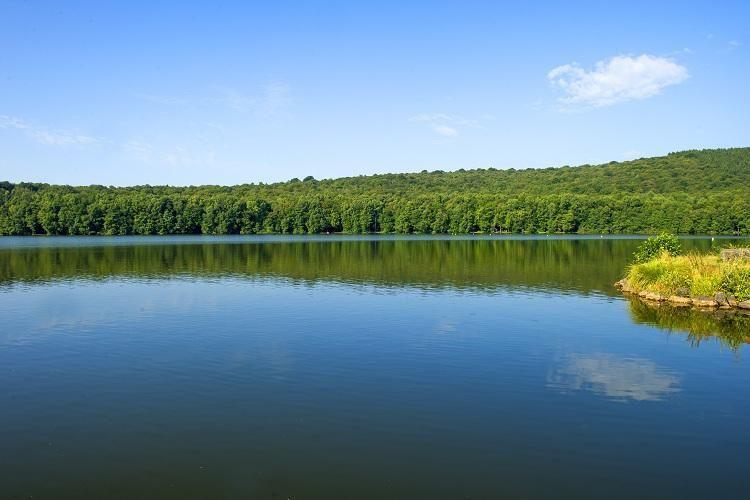 Camping du Lac des Vieilles Forges - Le Lac à proximité