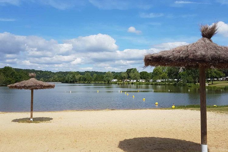 Camping Lac des Varennes - Plage privée